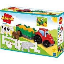 Les animaux de la ferme et le tracteur remorque