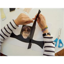 Feuille carte a gratter 15 x 24 cm noir/arc-en-ciel adhésives (Pochette de 10)